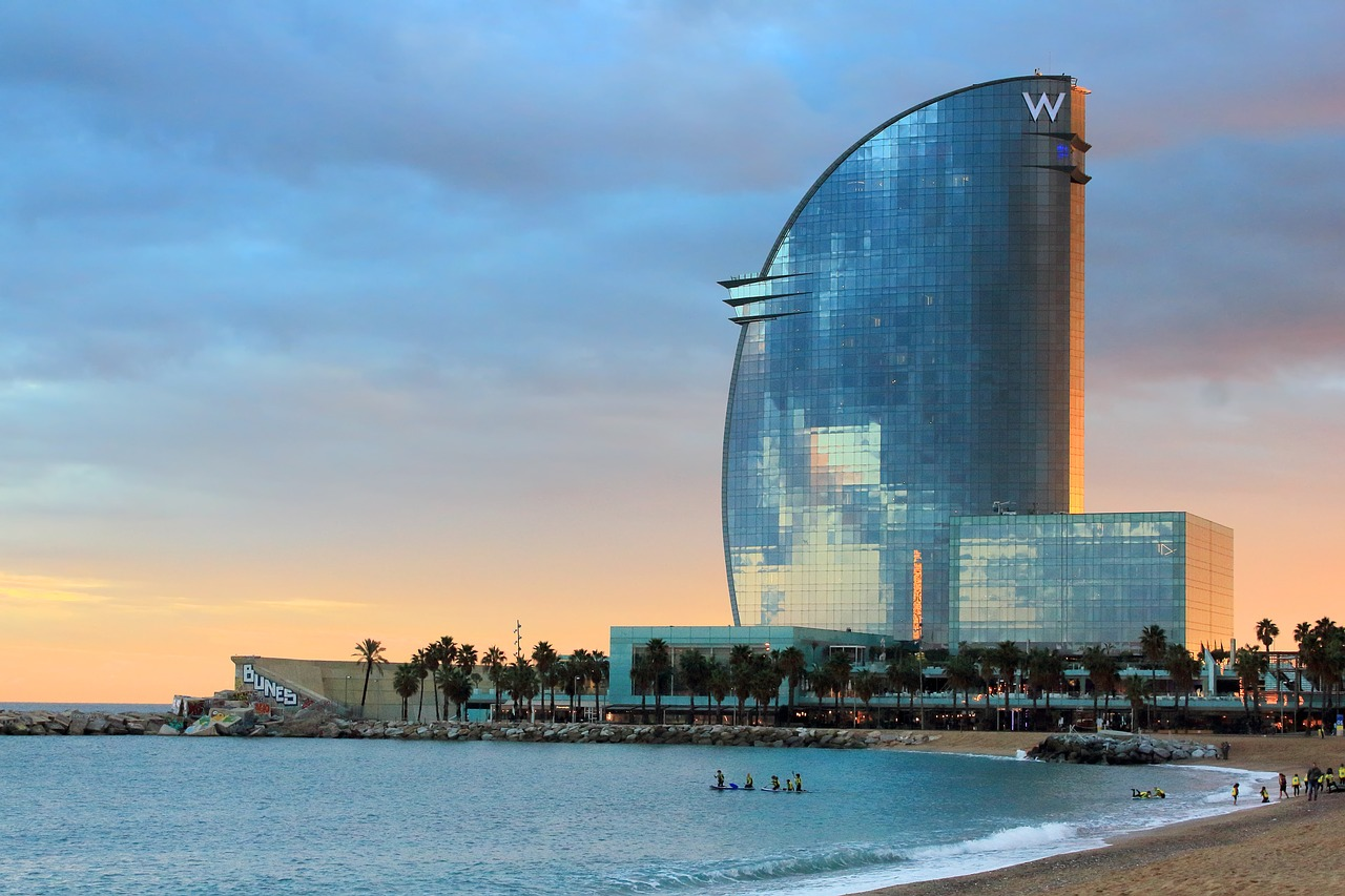 barcelona-3901449_1280